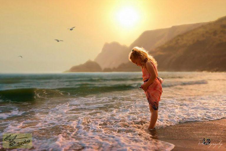 آموزش عکاسی پرتره از کودکان در حال بازی
